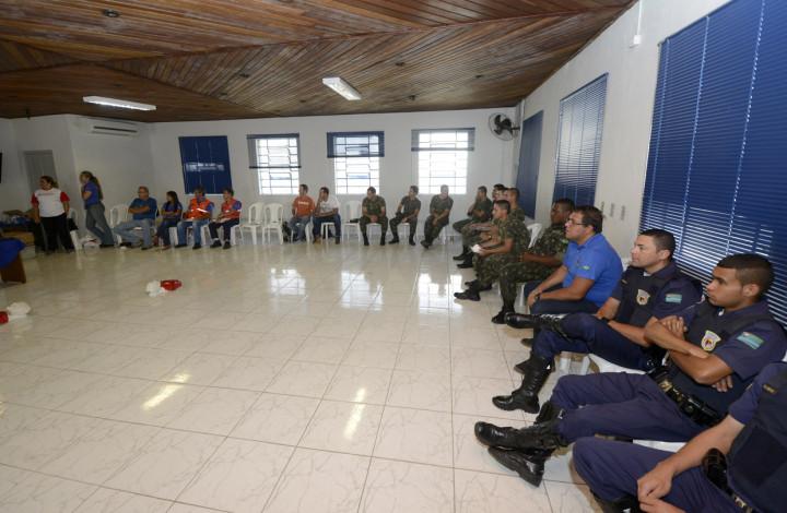 Guardas da Divisão Florestal durante curso de como agir em situações de emergência