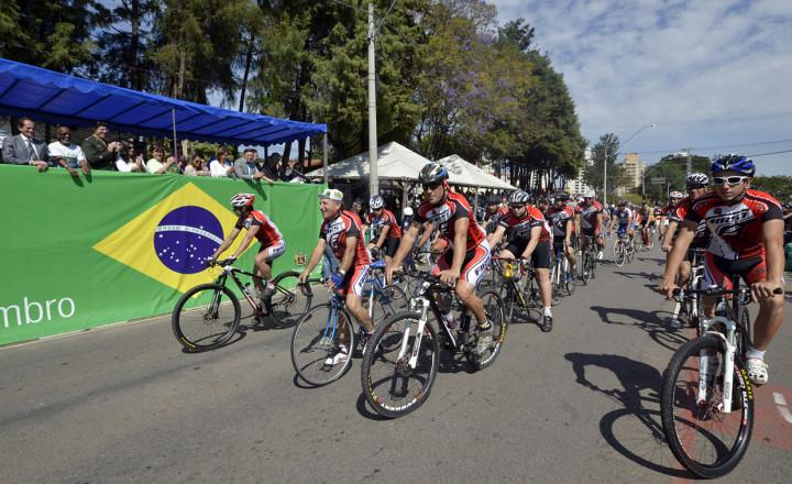 Soldados do GAC participam do desfile cívico na avenida Luiz Latorre