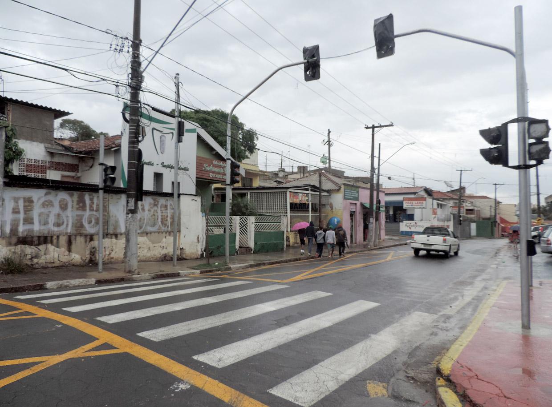 Semáforo e sinalização foram implantados no São Camilo