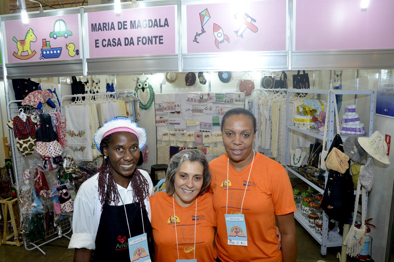 Espaço Solidário conta com artesanato e boa gastronomia