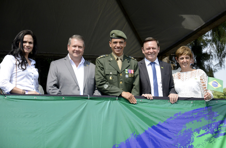 Prefeito Pedro Bigardi, no camarote das autoridades, destaca a grande data da história do Brasil