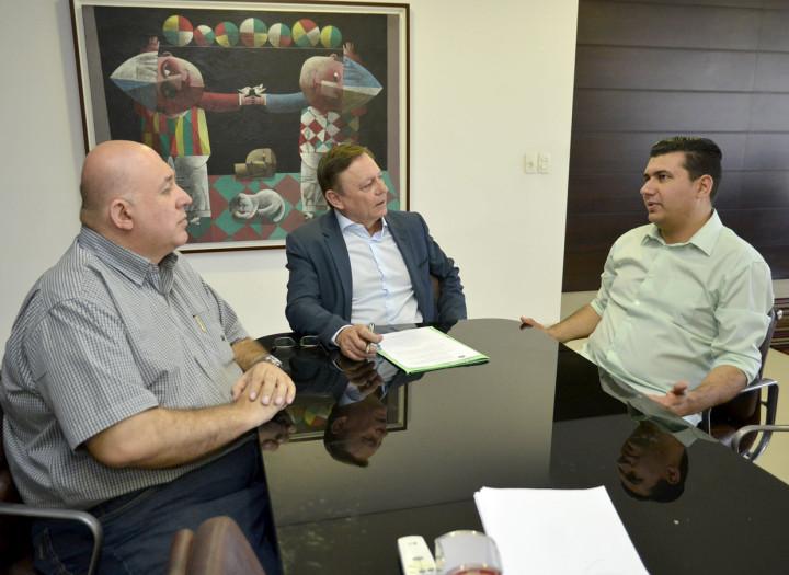 Com Purgato e Tarini, prefeito assina lei que regulamenta registro de bens imateriais no município