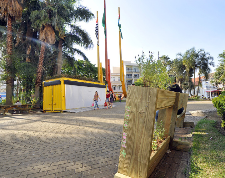 O contêiner sai, mas mobiliário urbano e propostas seguem