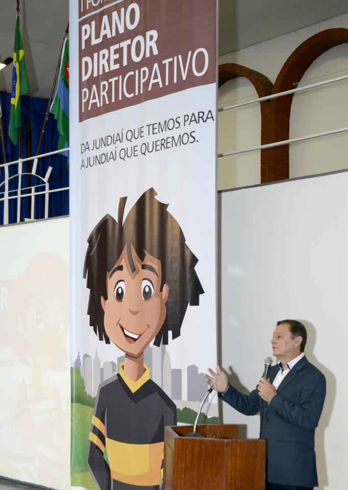Na abertura do 1º Fórum, o prefeito Pedro Bigardi falou a mais de 700 participantes