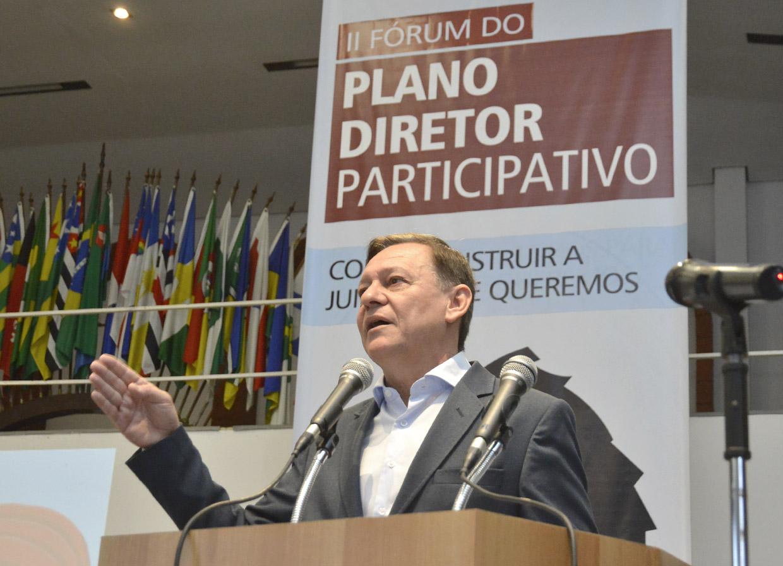 O prefeito Pedro Bigardi fez a abertura do fórum