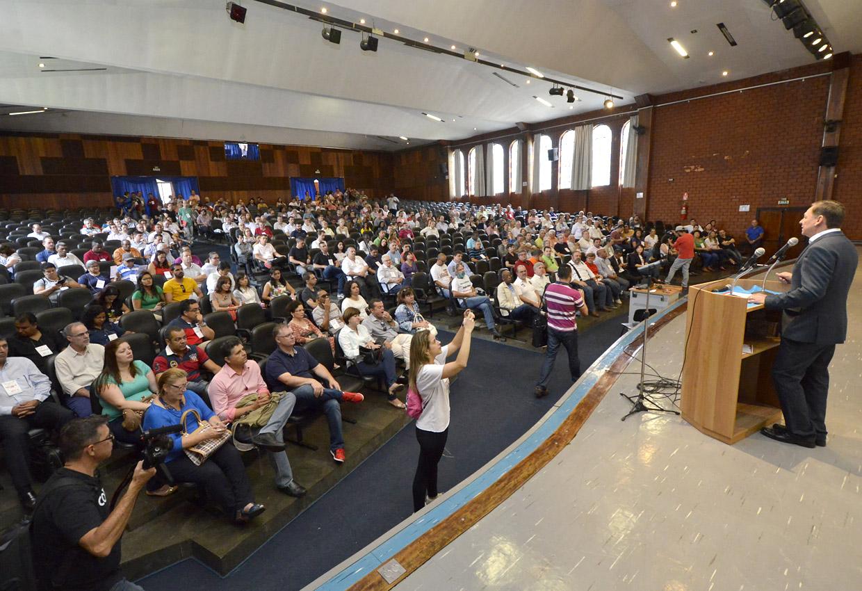 O prefeito Pedro Bigardi fez a apresentação para a proposta preliminar do Plano Diretor