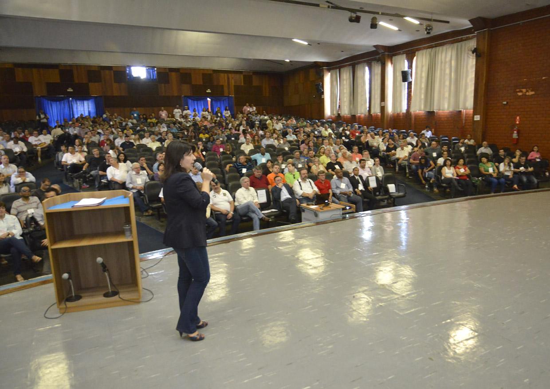A secretária Daniela da Camara apresentou a proposta preliminar