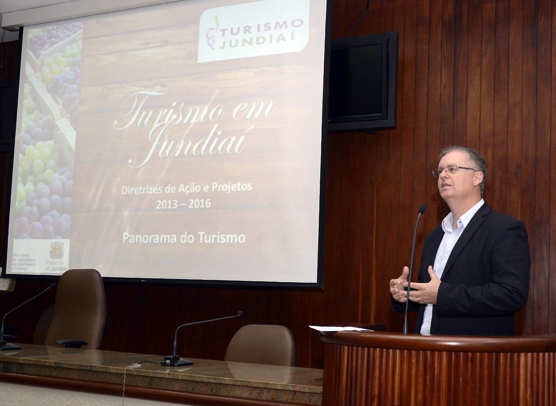 O secretário Marcos Brunholi apresentou o panorama do turismo de Jundiaí na Câmara