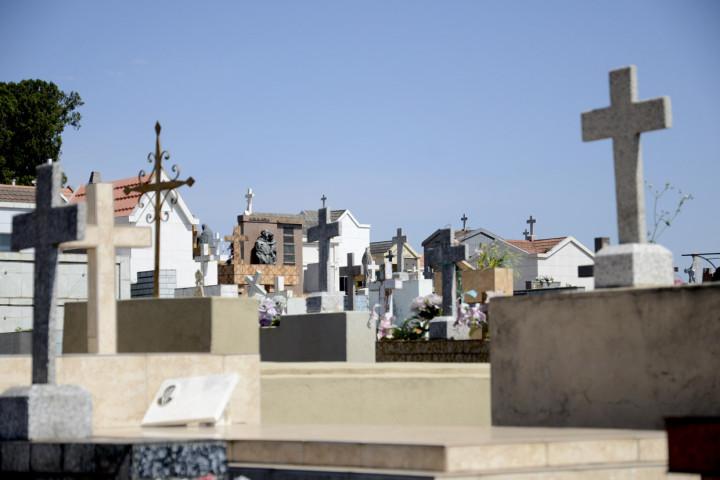 Cemitérios terão reforço de funcionários no feriado