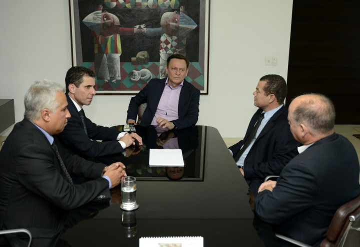 Pedro Bigardi recebe visita do novo delegado federal da região, Paulo Vibrio