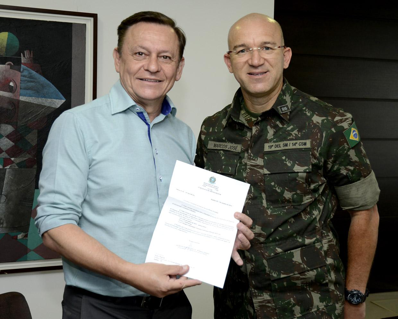 Pedro Bigardi recebe o convite do tenente Marcos José da Silva