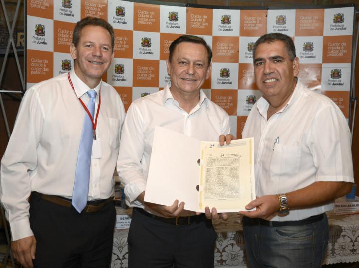 Prefeito Pedro Bigardi, com Sérgio Dutra e Wilson Araújo: missão cumprida
