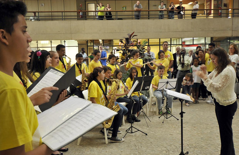 O público será recebido com música para estimular a cooperação