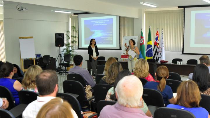 Mais de 200 servidores participaram das palestras sobre atendimento a idosos