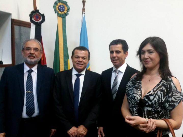 Coordenador do GGIM, José Carlos Pires, ladeado por Vibrio, Marco Antonio e Elisete