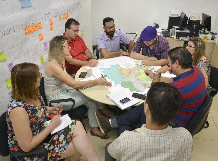 As equipes técnicas trabalham nos detalhes da proposta