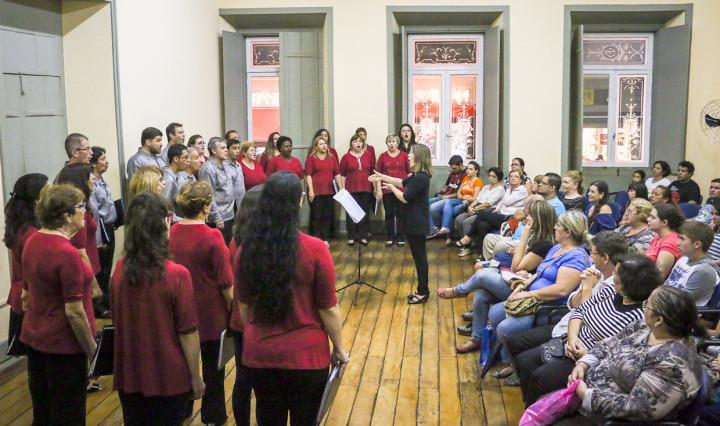 Coral Municipal participa da abertura do encontro, nesta terça-feira (10), na Paróquia N. Sra. da Conceição
