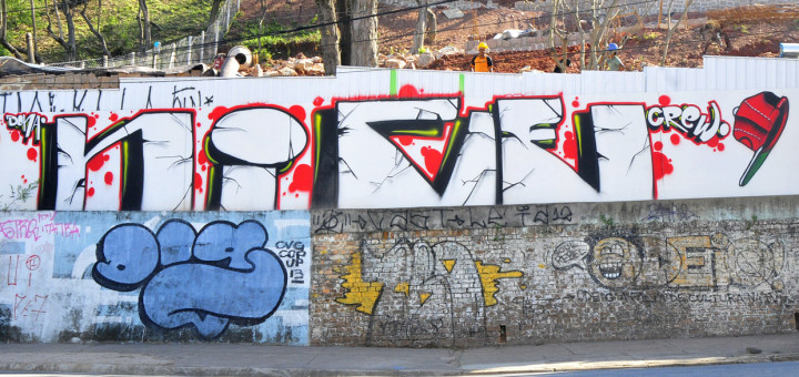 Foram também feitos grafites no local das obras em andamento que vão recuperar o Escadão