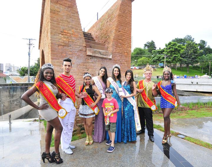 Na divulgação na Ponte Torta, a Corte da Uva encontrou-se com a Corte do Carnaval