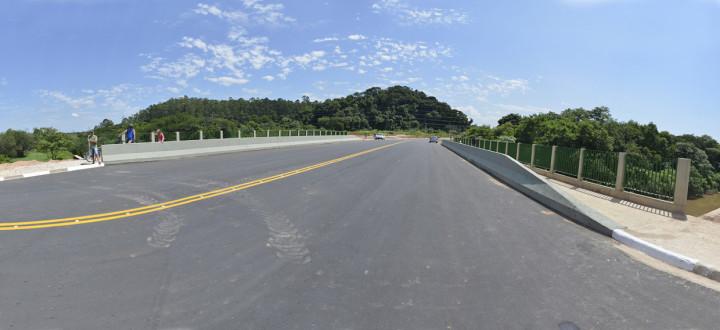 Ponte que liga os bairros Tulipas e Jardim Novo Horizonte