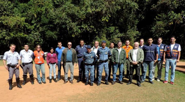 Grupo reunido em prol da proteção da Serra do Japi