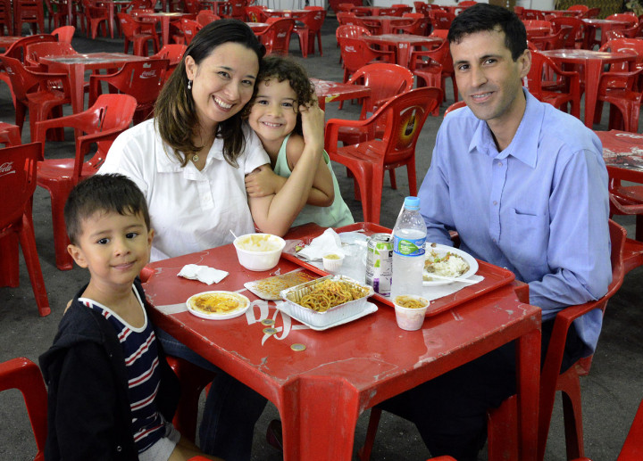 A família de Ligia, que mora há um ano em Jundiaí, se encantou pela festa
