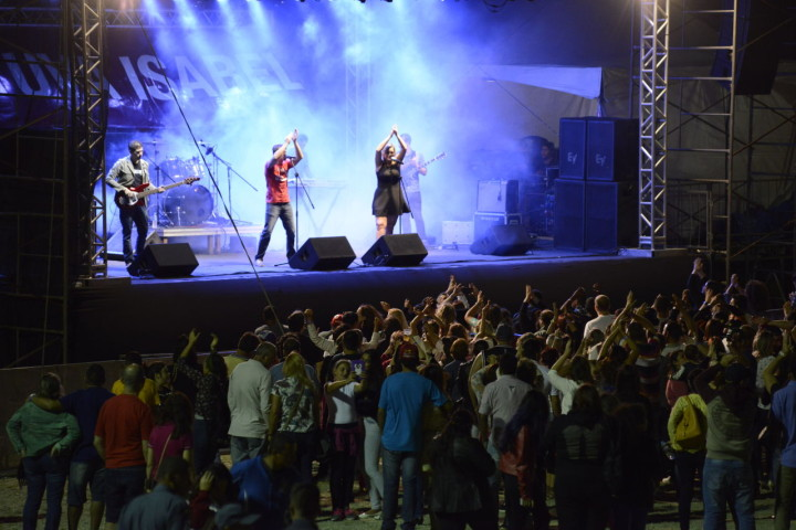 Bandas conquistaram público na noite desse sábado (16)
