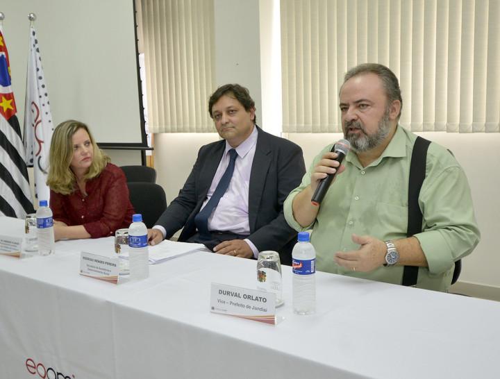 Vice-prefeito Durval Orlato, o secretário Rodrigo Mendes Pereira, da Semads, durante solenidade