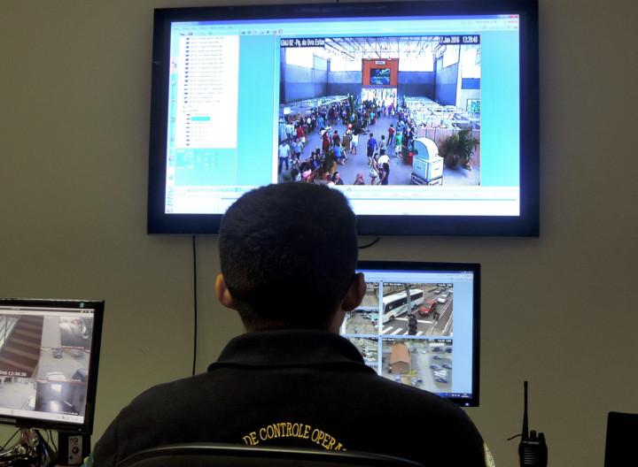 Fotógrafos PMJ Do Centro do Monitoramento da Guarda Municipal é possível ver o que acontece no Parque da Uva
