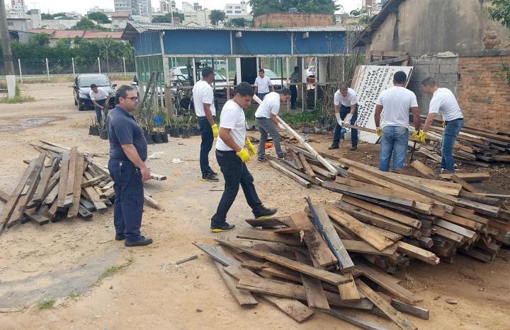 Grupo de alunos durante atividade na sede da Guarda Muncipal de Jundiaí