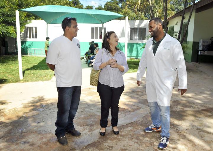 O coordenador Jonathann Ribeiro (direita) e os técnicos visitantes