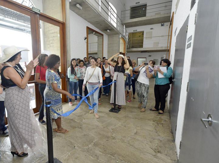 Atrizes utilizam recursos da dramaturgia para prender a atenção dos participantes