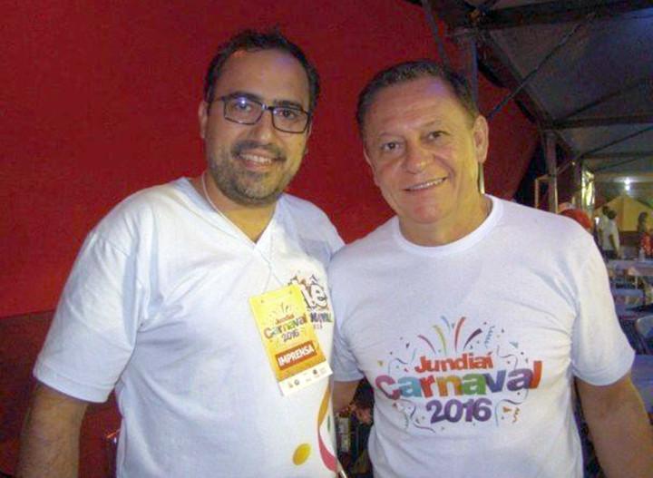 Thiago Godinho e o prefeito Pedro Bigardi durante os desfiles