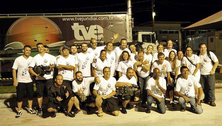 Transmissão mobiliza 45 profissionais da emissora