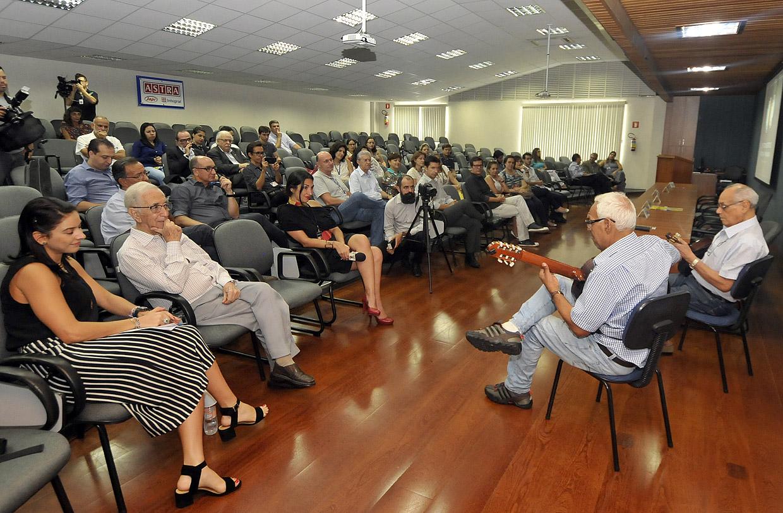 Os músicos Izaías e Israel de Almeida no lançamento da temporada 2016