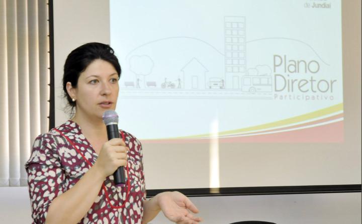 Daniela da Camara Sutti comanda as discussões