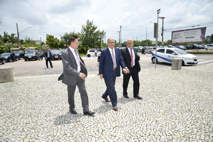 Prefeito Pedro Bigardi recebe promessa de início das obras das alças na Anhanguera