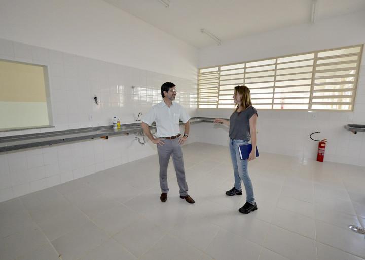 Polli também esteve em escola do bairro Novo Horizonte, totalmente repaginada