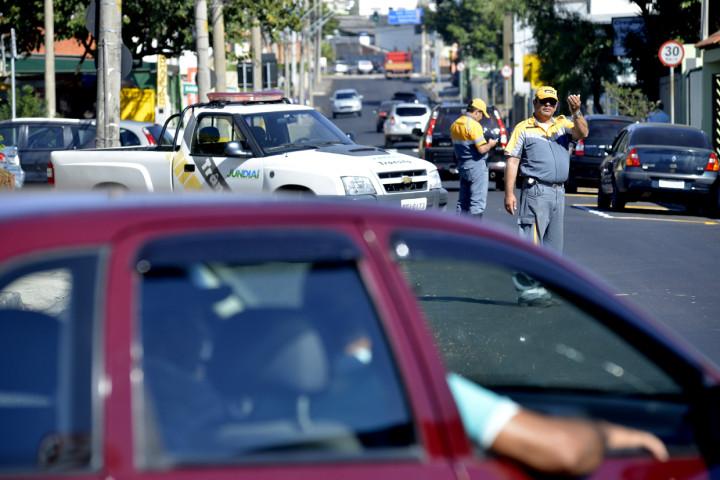 Agentes de trânsito vão auxiliar na mudança das vias