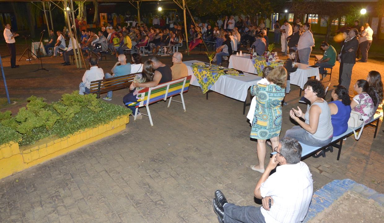 Moradores participaram da reunião na Emeb Aparecida Merino Elias