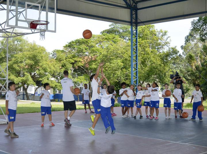 Ao todo, 45 alunos da escola municipal Professor Carlos Foot Guimarães integram o projeto