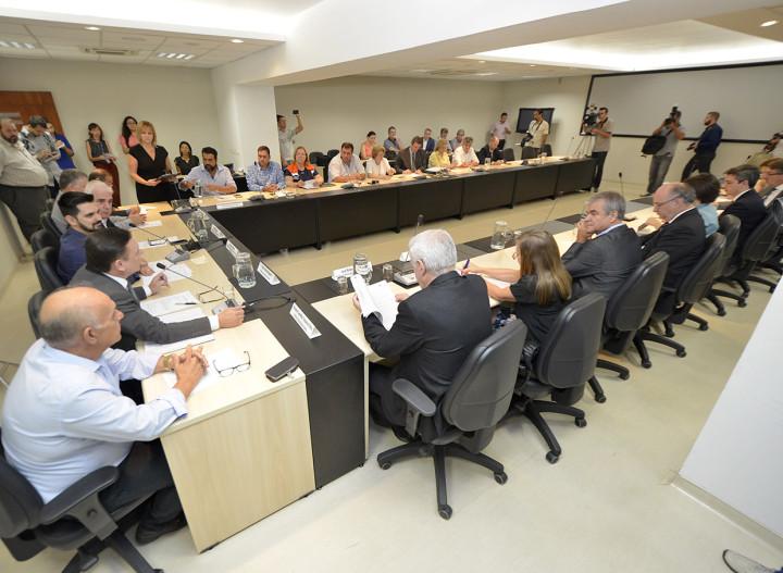 Reunião tratou de plano regional, saúde, terceira idade, resíduos e transporte