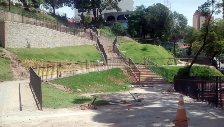 Trecho de obras na Esplanada do Monte Castelo