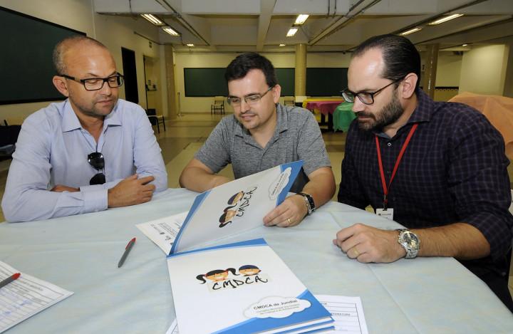 Parceria: Rodrigo, da CMDCA, com o diretor Denilson e coordenador Luiz Guilherme, da Semads