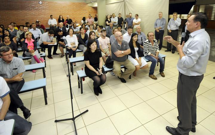 Pedro Bigardi discute o plano de metas diretamente com a população