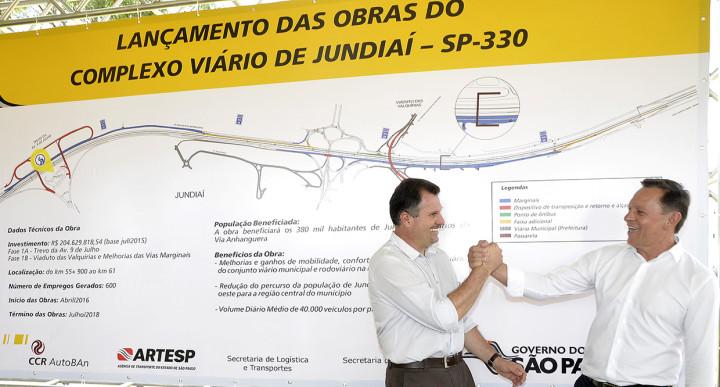 Secretário de Obras, Júinior Aprillanti, e Bigardi comemoram o início das obras