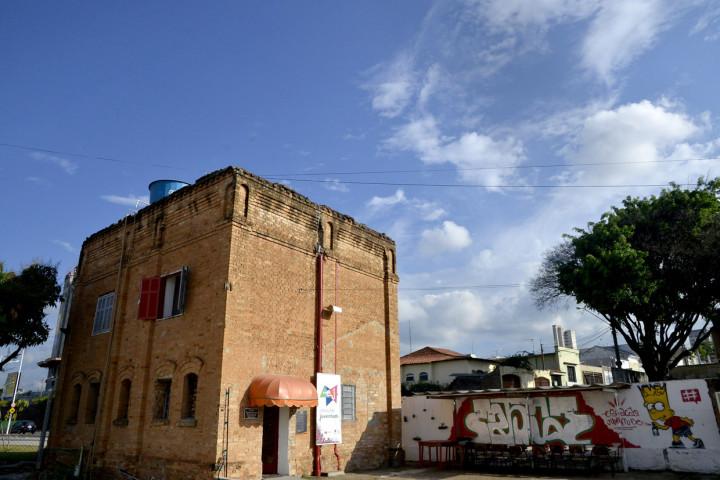 EJ fica na Avenida União dos Ferroviários, 1600, Complexo Fepasa