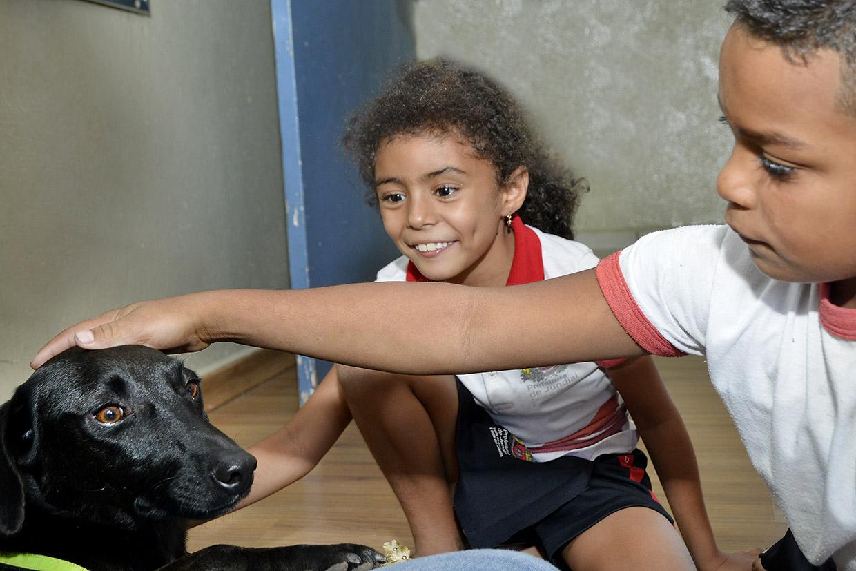 Sorriso, o mascote do Cobema, encantou a criançada