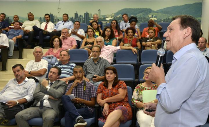 Prefeito falou com sindicatos e entidades nesta quinta (7)