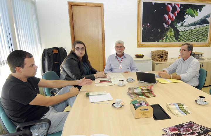 Reunião na agricultura discute registro da uva Niagara Rosada com origem territorial